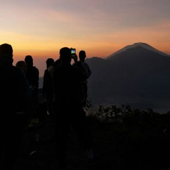 Is it safe to climb mount Batur during mount agung alerts?