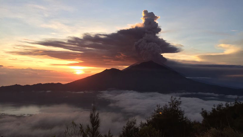 Can you see Mount Agung from Mount Batur?