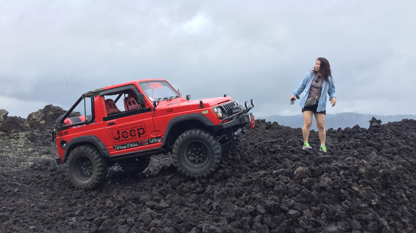 4WD Black Lava Jeep Tour and Hot Spring
